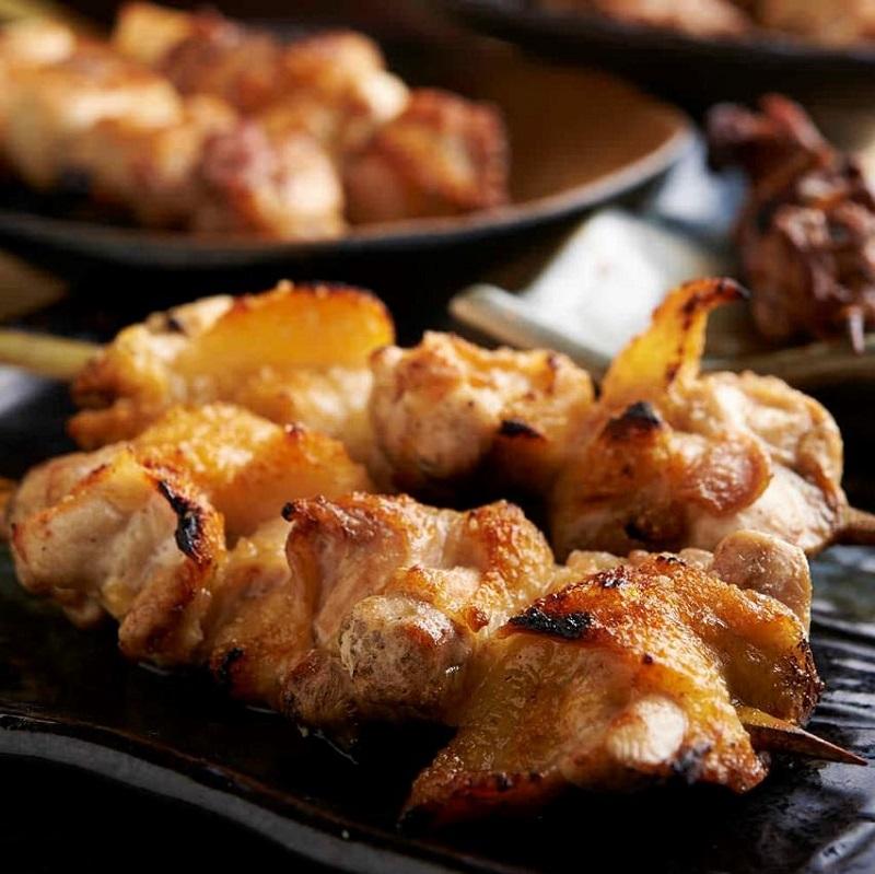 焼き鳥をはじめ人気の鶏料理が食べ放題で楽しめる人形町の居酒屋「とりいちず」